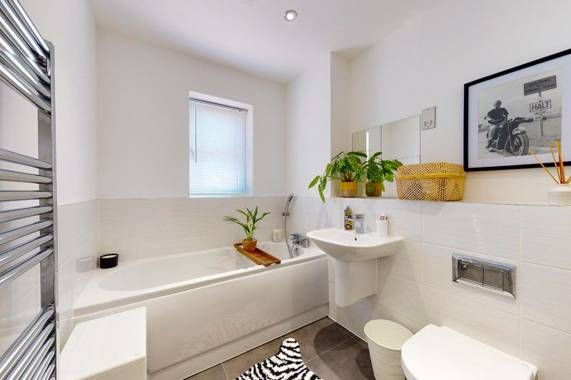 4 bed house for sale in Vesta Mews, Chichester  - Property Image 8
