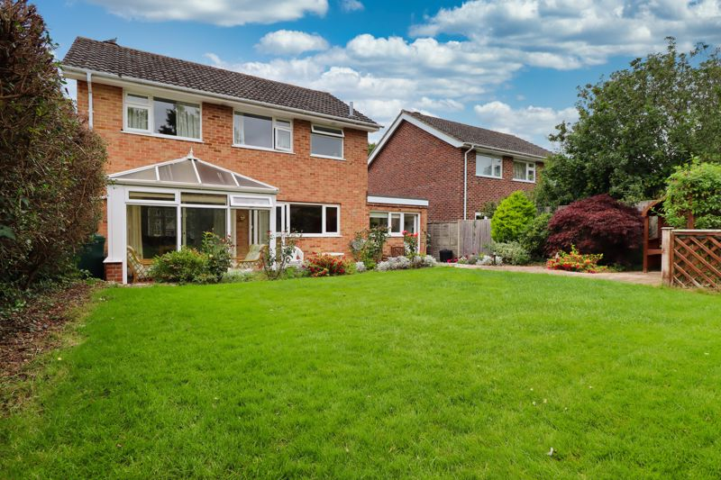 4 bed house for sale in Lincoln Green, Chichester  - Property Image 2