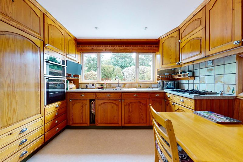 4 bed house for sale in Lincoln Green, Chichester  - Property Image 3