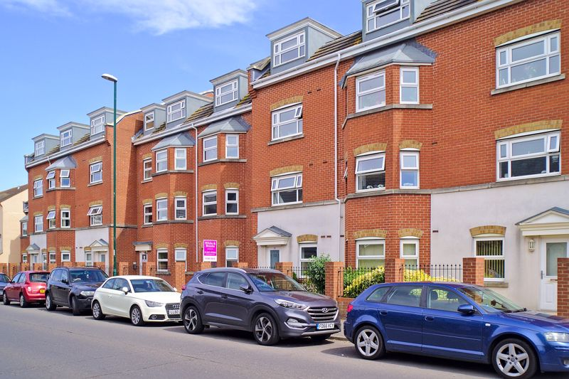 <br/><br/>White & Brooks are delighted to offer for sale, this well presented ground floor, purpose built apartment, conveniently situated close to the Town Centre, Train Station & Hotham Park and within easy reach of good road links to Chichester City Centre and Beyond.The accommodation briefly comprises, Entrance Hall, two double Bedrooms, with En-Suite Shower Room to Primary Bedroom, Lounge/Diner, separate Fitted Kitchen and an additional Bathroom. The apartment further benefits from double glazing and is offered for sale with no forward chain. This is an ideal opportunity for an investment purchase or first time buyer. An internal viewing is essential to appreciate all the property has to offer.