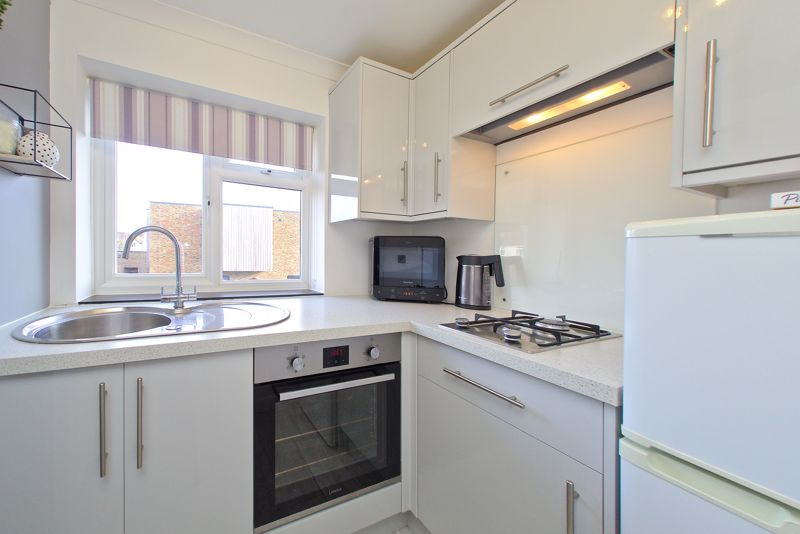 2 bed flat for sale in Littlefield Road, Chichester 2