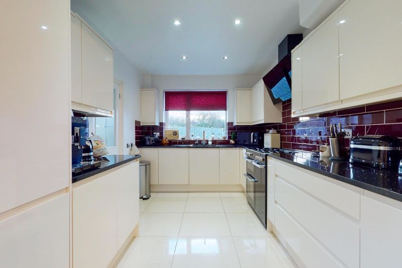 3 bed house for sale in Willowbed Drive, Chichester 1