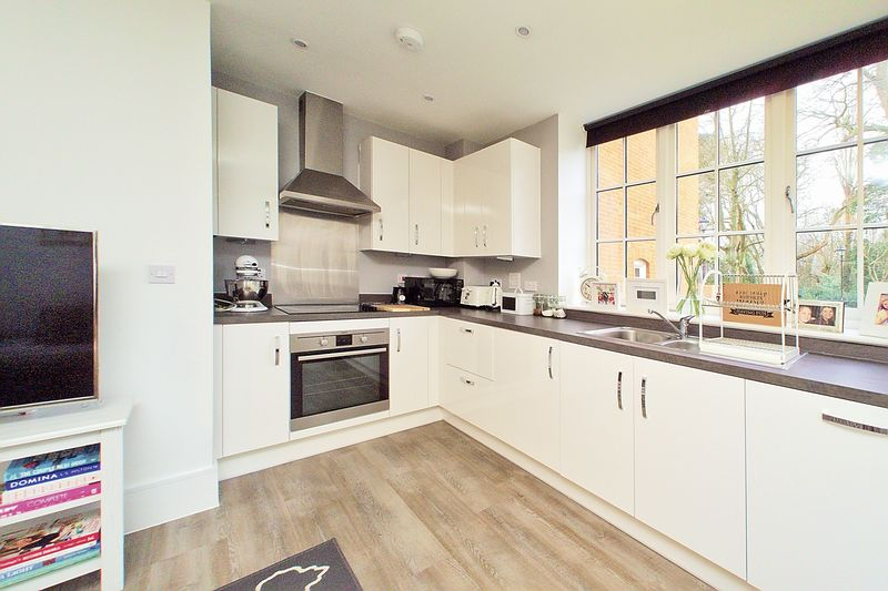 1 bed flat for sale in Penny Acre, Chichester 5
