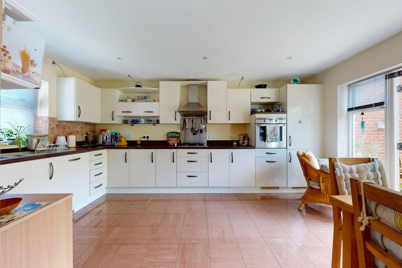 4 bed house for sale in Pears Grove, Emsworth  - Property Image 3
