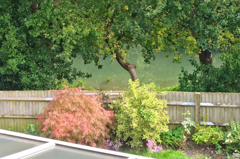 3 bed house for sale in Waterside Drive, Chichester 8