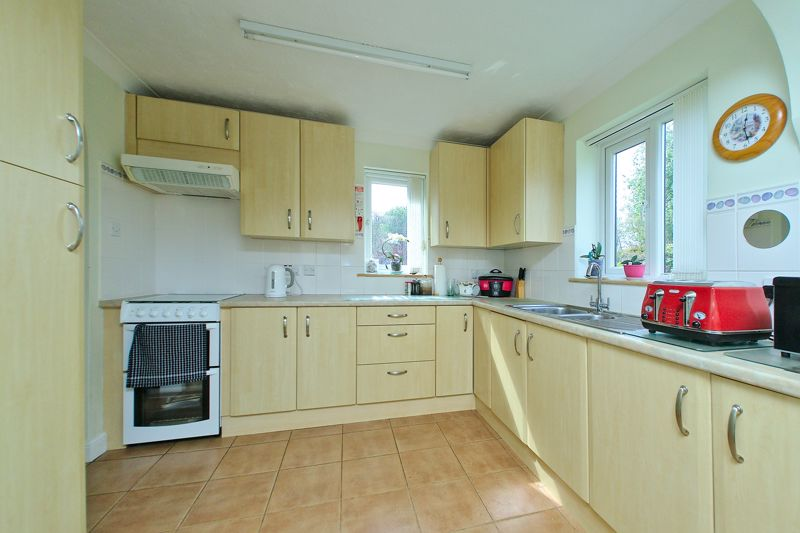 3 bed house for sale in Waterside Drive, Chichester  - Property Image 3
