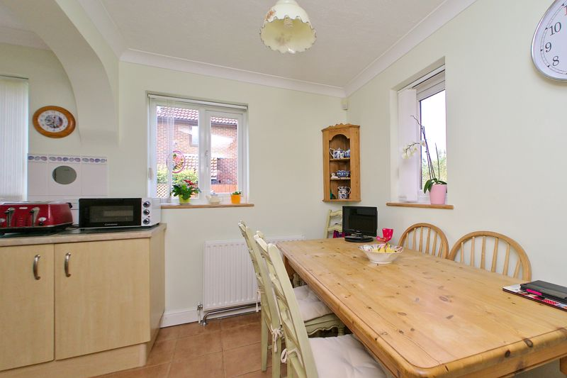 3 bed house for sale in Waterside Drive, Chichester  - Property Image 4