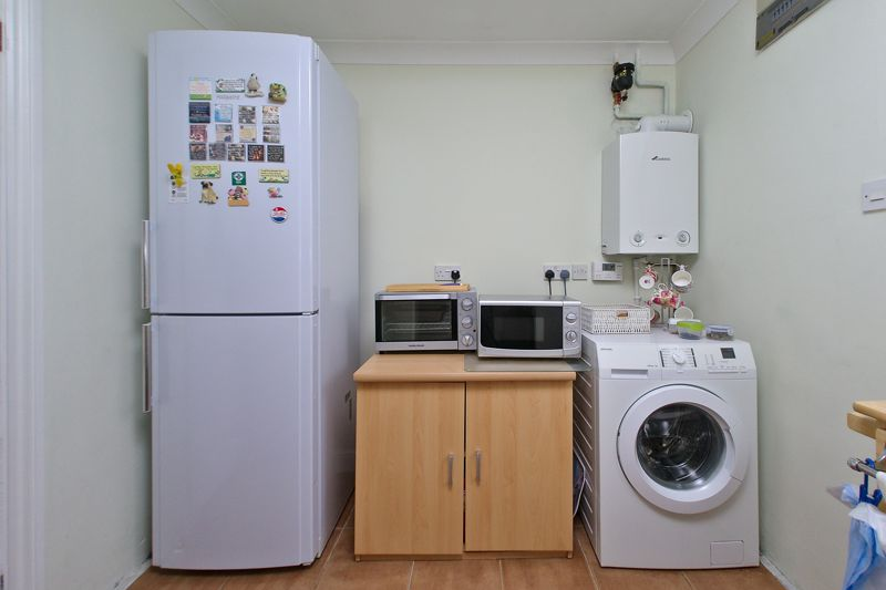 3 bed house for sale in Waterside Drive, Chichester 9