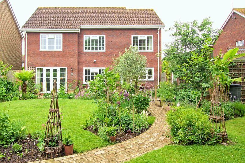 4 bed house for sale in Alexander Close, Bognor Regis  - Property Image 1
