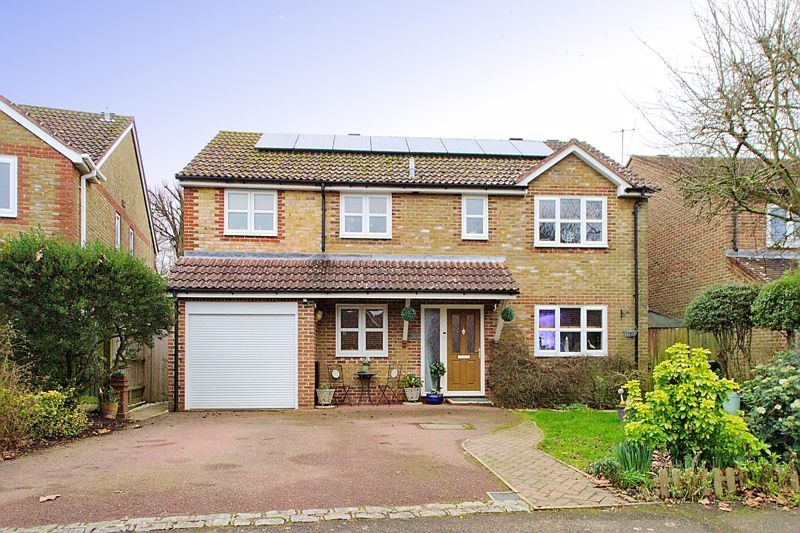 4 bed house for sale in Nelson Close, Chichester - Property Image 1