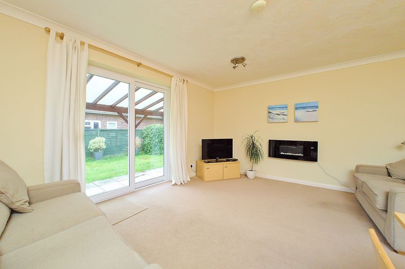 3 bed house for sale in Main Drive, Bognor Regis  - Property Image 2
