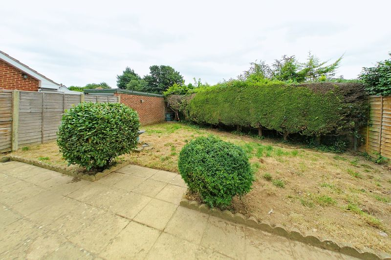 2 bed bungalow for sale in Tangmere Gardens, Bognor Regis  - Property Image 8