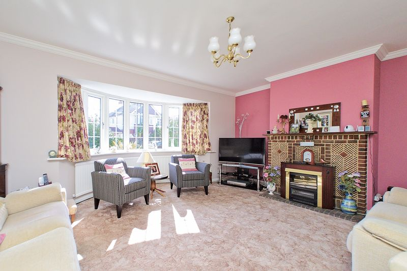 5 bed house for sale in Wessex Avenue, Bognor Regis 3