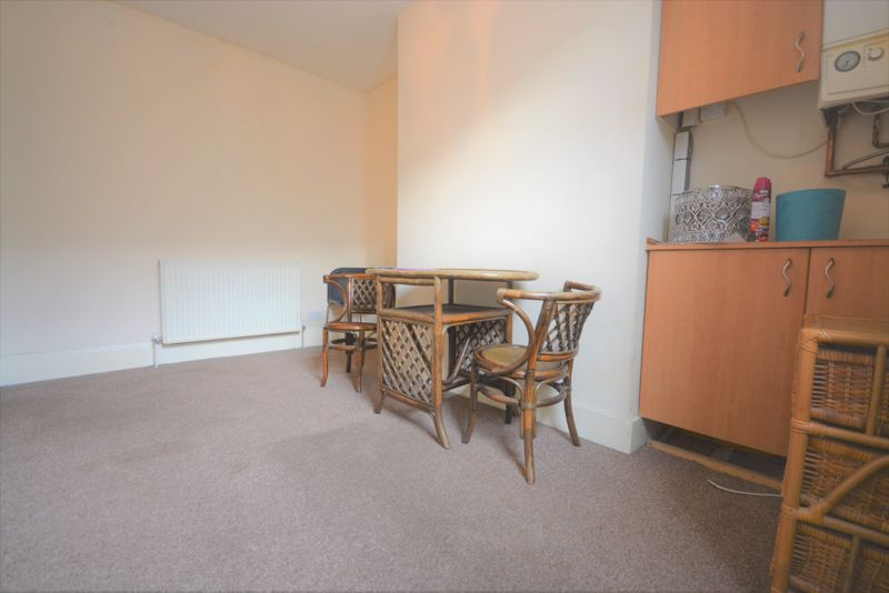 <strong>*Available Early Nov*</strong><span ><br/><br/></span><br/><br/>New to Seekers we have a ground floor flat in central Maidstone. Close to Maidstone East train station and the shops, this is one not to be missed!<br/><br/>As you enter the flat you are greeted by a cosy living room, ready to make your own! Walk through into the sleek modern kitchen which is equipped with a oven/hob and washing machine; with plenty of under counter space for a fridge and side space to put your appliances. <br/><br/>Past the kitchen you have the well sized double bedroom, benefiting from an en-suite with shower and toilet. <br/><br/>Lastly a unique feature of this flat is off the bedroom you also have a small balcony; meaning your own space to soak up the sun, opening up the bedroom to some fresh air. <br/><br/>A great flat, perfect for commuters or those seeking their own space, it won't be on the market for long! Arrange a viewing now to avoid disappointment.<br/><br/>EPC: C79