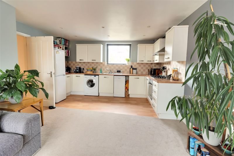<span >*Sold with no forward chain. This property also has its EWS1 certificate*<br/><br/></span><br/><br/>Spacious and modern two-bedroom 2nd floor apartment with allocated parking and lift access - this property is one not to be missed!<br/><br/>Seekers Homes is pleased to offer a spacious well-presented two-bedroom apartment, with views of the River Medway and lots of natural light from the large double glazed windows. There are two double bedrooms with carpeted flooring and neutral modern décor and a good sized white bathroom suite with a shower over bath. The open plan living room is extremely spacious with a modern fitted gloss kitchen. In addition, the apartment includes a large double cupboard space in the hallway for storage, shoes or the adhoc household belongings you never know where to store!<br/><br/>The apartment also benefits from gas central heating and is very energy efficient. <br/><br/>This modern apartment is perfectly situated in a quiet location of Maidstone. Via the riverside walk you can either head into the tranquillity of the countryside or straight into town in under 10 minutes. The high speed into London via Maidstone West is 7 minutes walk away. Extra benefits of the apartment include one private parking space, bicycle shed and use of communal gardens and the on-site gym.<br/><br/>Lease Remaining: apx 140 years<br/><br/>EPC Rating: B<br/><br/>Council Tax Band: D<br/><br/>
