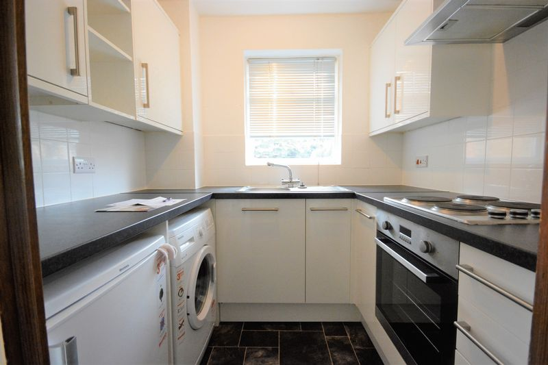 <strong>*INVESTORS ONLY - TENANT IN SITU*<br/><br/><strong>A delightful one bedroom house situated in Barming with easy access of the M20, town centre & hospital.</strong></strong><br/><br/>The property features a fully equipped modern kitchen with cooker, electric hob, washing machine and fridge. The homely lounge features a spiral staircase leading to the first floor, giving the property a unique feel. Upstairs you will find a good sized double bedroom with fitted wardrobes along with a modern bathroom benefiting from a shower over the bath. This house also boasts a private pebbled rear garden and off road parking.<br/><br/>Enquire now by calling 01622 671878<br/><br/>