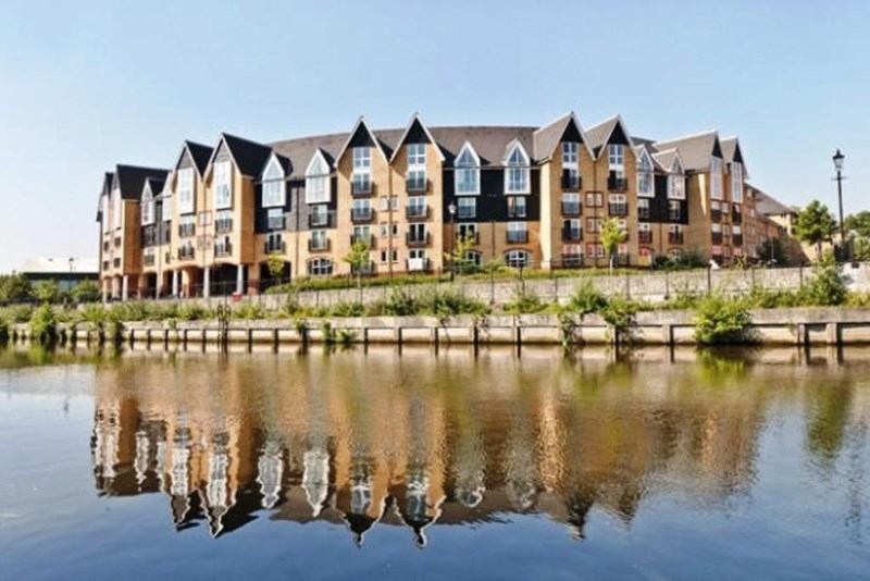 A modern studio apartment on a Riverside Development, situated on the third floor (accessed via stairs or a lift), within walking distance of Maidstone Town Centre and all three main line train stations. <br/><br/>The property itself features a great sized living/sleeping area, kitchen with built in oven, hob and an over head extractor. Also built in is a fridge/freezer and a combined washer/dryer. The bathroom is equipt with a bath that has a shower attachment over. <br/><br/>Added benefits include, modern electric heating, an entry phone system, double glazing throughout, secure parking and a lift. <br/><br/>An ideal home for a first time buyer looking to get started on the property market or for an investor, as we rent this property out consistantly. <br/><br/>Charges apply: <br/><br/>Service Charge - £111.54 Per month<br/><br/>Ground Rent - £125 per year - paid quarterly <br/><br/>Lease Length - 82 years.