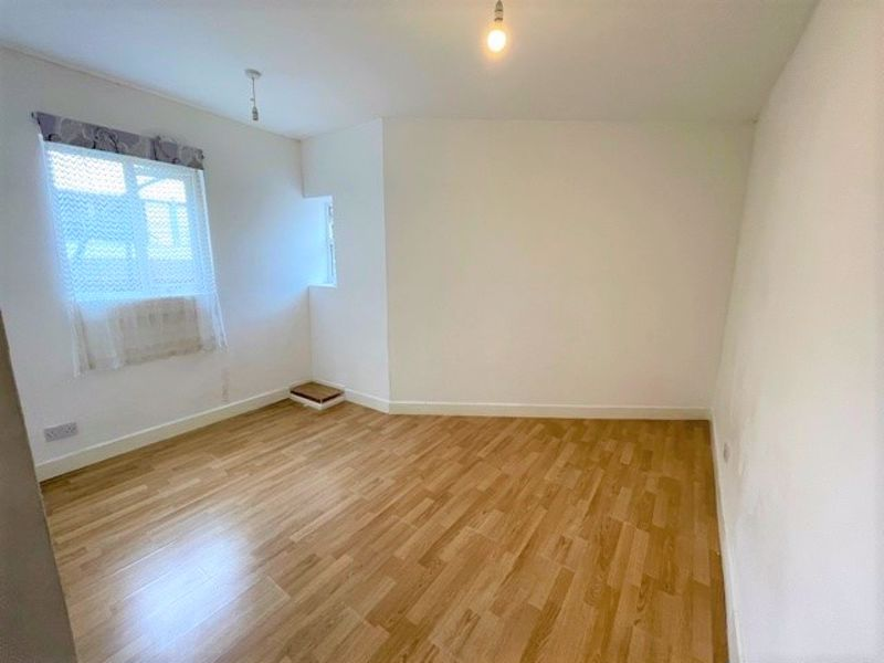 ***AVAILABLE IMMEDIATELY***<br/><br/>A studio apartment located in the heart of Maidstone town centre. The property features laminate flooring throughout, modern white gloss kitchen with oven/hob, fridge/freezer, and washing machine. There is also a shower room with a white suite.<br/><br/>Located in the hustle and bustle of central Maidstone Town Centre, the local Train Stations, Fremlin Walk, Chequers Centre, Bars & Restaurants are all on your doorstep making this flat a prime location for young professionals working close to town or commuting into London.<br/><br/>Available Immediately <br/><br/>Unfurnished<br/><br/>Council Tax Band A<br/><br/>