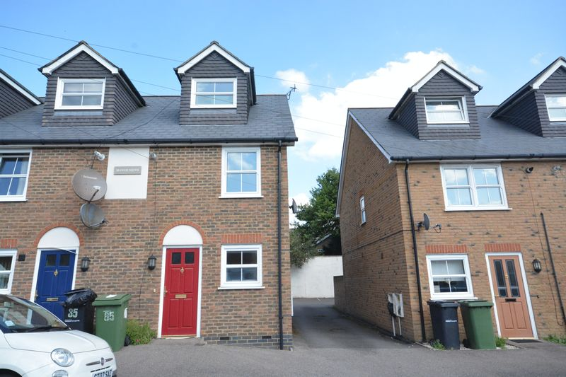 3 bed to rent in Gladstone Road, Maidstone 0
