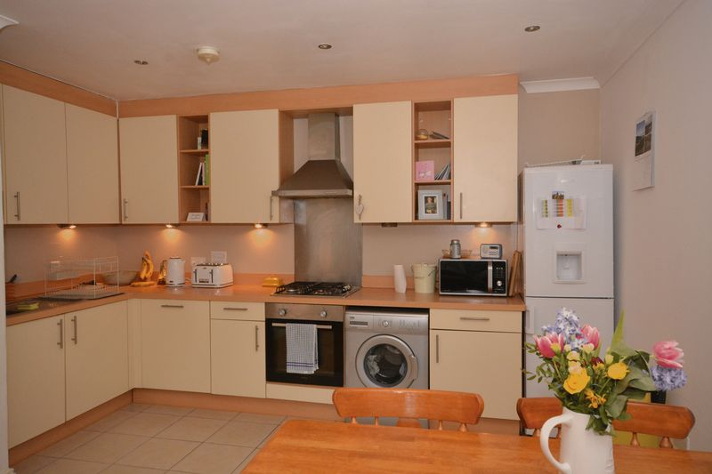 2 bed flat for sale in Buckland Rise, Maidstone - Property Image 1
