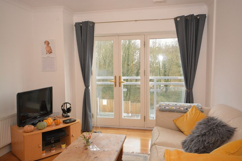 2 bed flat for sale in Buckland Rise, Maidstone 1