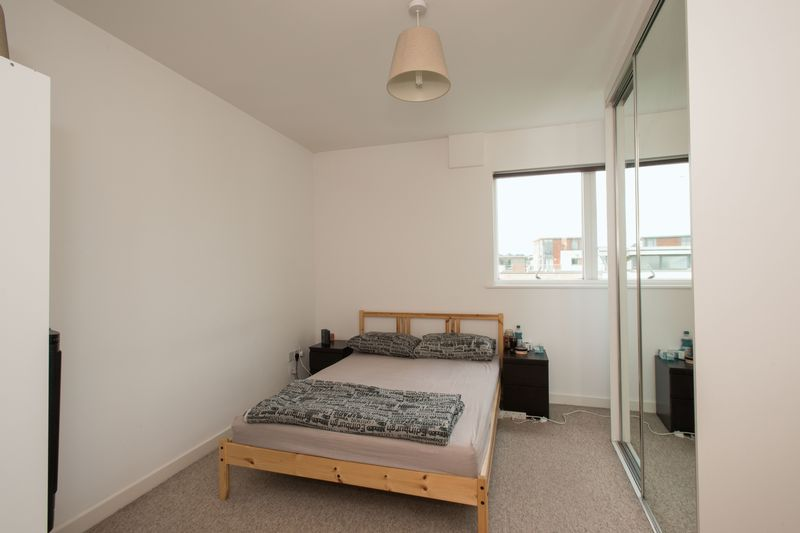 2 bed flat for sale in Kingfisher Meadow, Maidstone 5