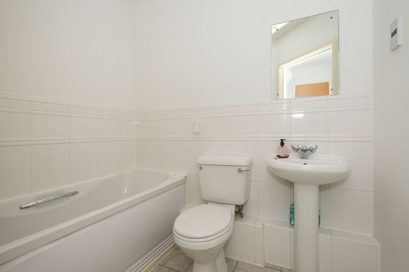 2 bed flat for sale in Kingfisher Meadow, Maidstone 8