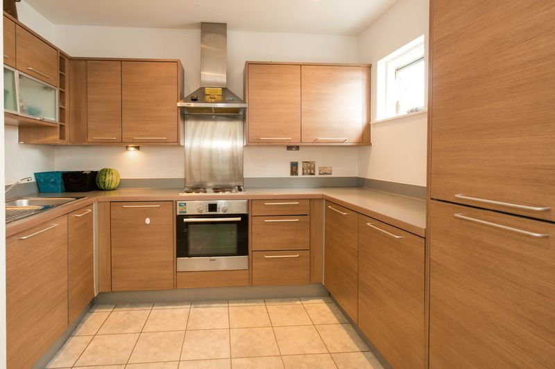 2 bed flat for sale in Kingfisher Meadow, Maidstone 2