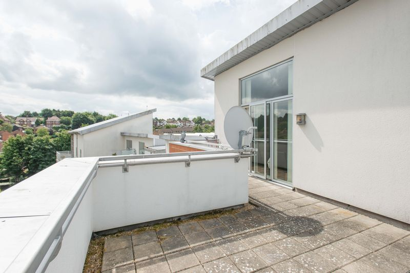 2 bed flat for sale in Kingfisher Meadow, Maidstone 4