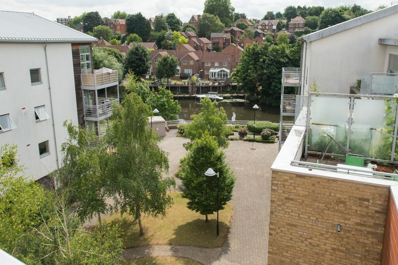 2 bed flat for sale in Kingfisher Meadow, Maidstone  - Property Image 1