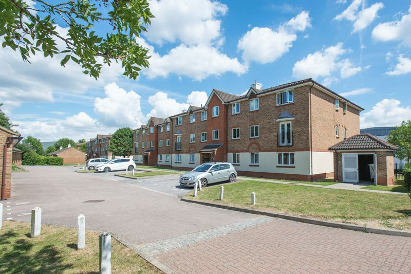 2 bed flat for sale in Lindisfarne Gardens, Maidstone  - Property Image 1