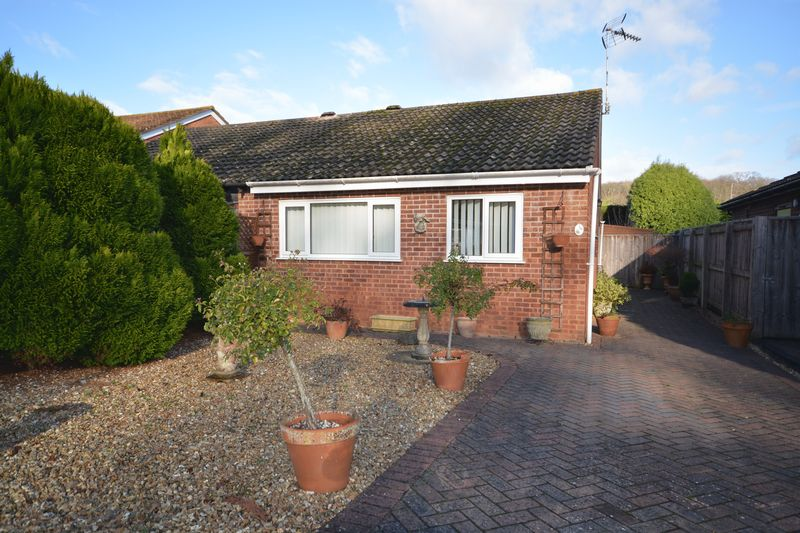 2 bed bungalow to rent in Evergreen Close, Exmouth  - Property Image 1