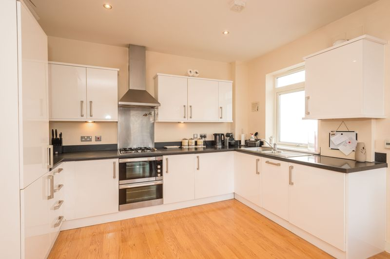 2 bed flat for sale in Brunell Close, Maidstone  - Property Image 1