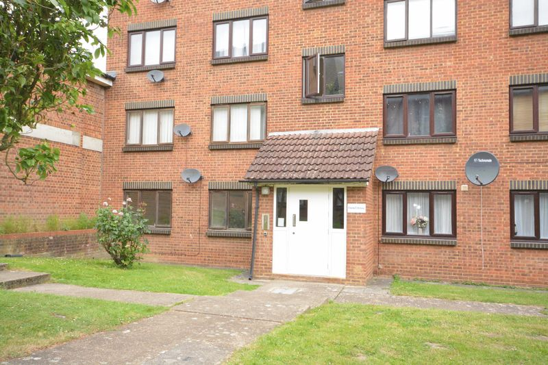 1 bed flat for sale in Daniel House, Lesley Place, Maidstone 1