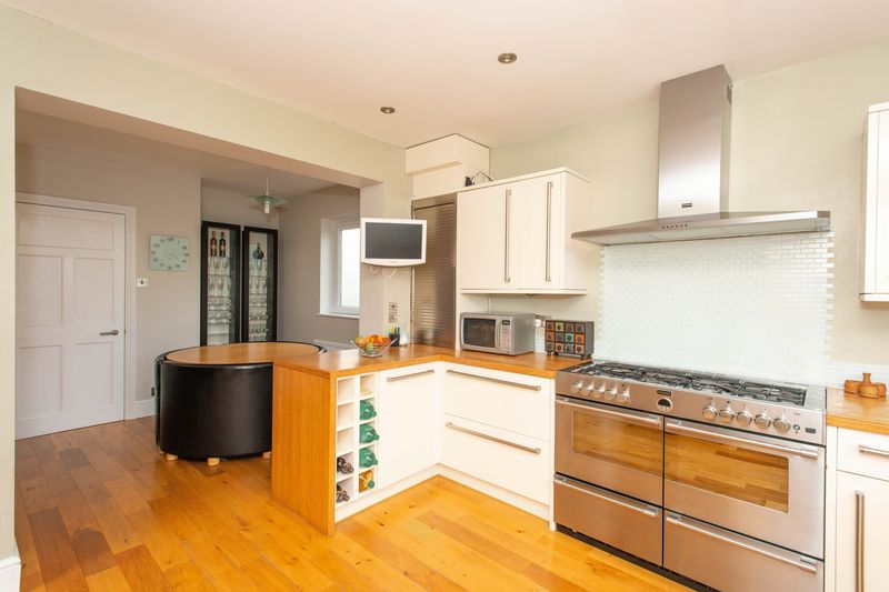 4 bed house for sale in Tonbridge Road, Maidstone  - Property Image 6
