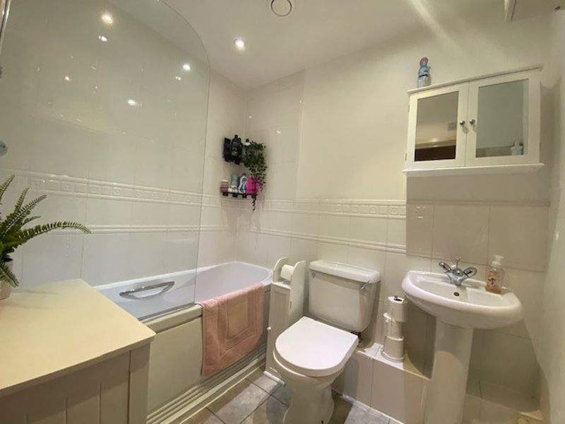 1 bed flat for sale in Kingfisher Meadows, Maidstone  - Property Image 3