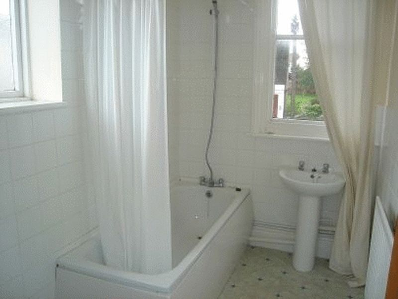3 bed flat for sale in Canterbury Street, Gillingham 2