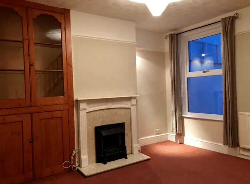 2 bed house for sale in Dale Street, Chatham 3