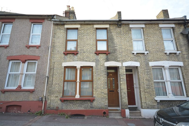 2 bed house for sale in Dale Street, Chatham - Property Image 1
