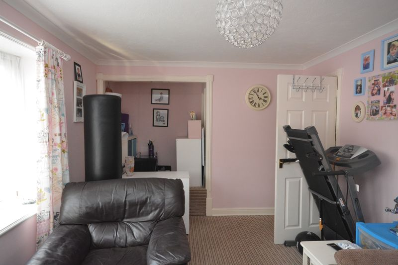 2 bed flat for sale in Jennifer Court, Stoke Road, Rochester 3