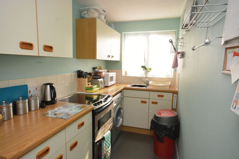 2 bed flat for sale in Jennifer Court, Stoke Road, Rochester 2