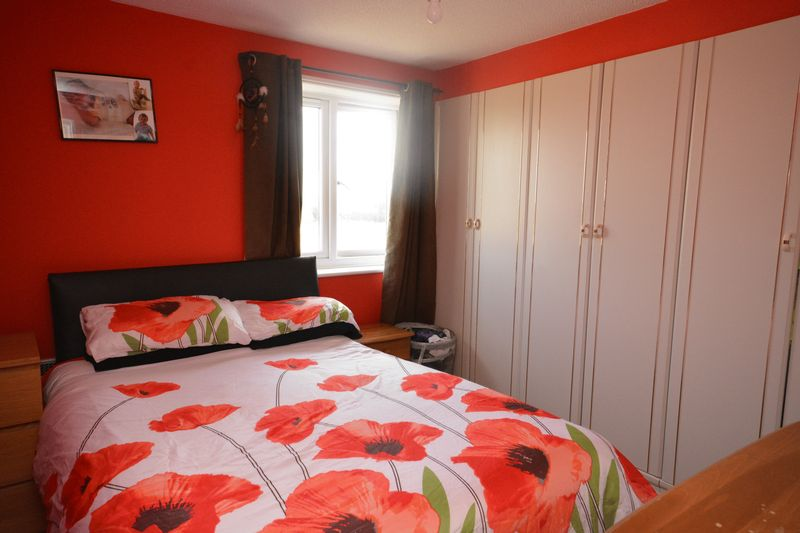 2 bed flat for sale in Jennifer Court, Stoke Road, Rochester 5