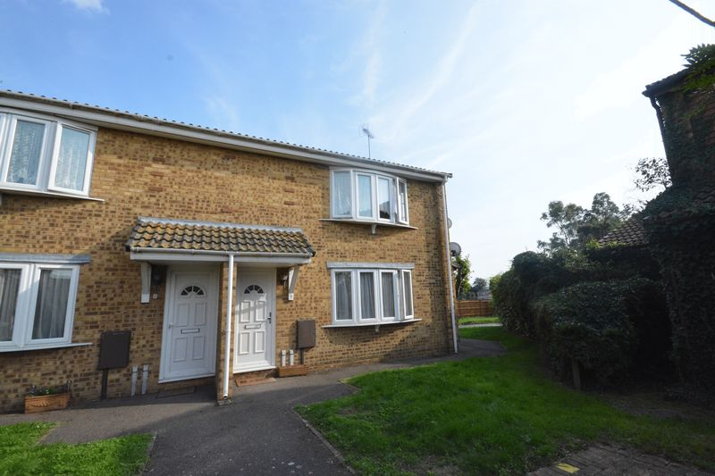 2 bed flat for sale in Jennifer Court, Stoke Road, Rochester  - Property Image 1