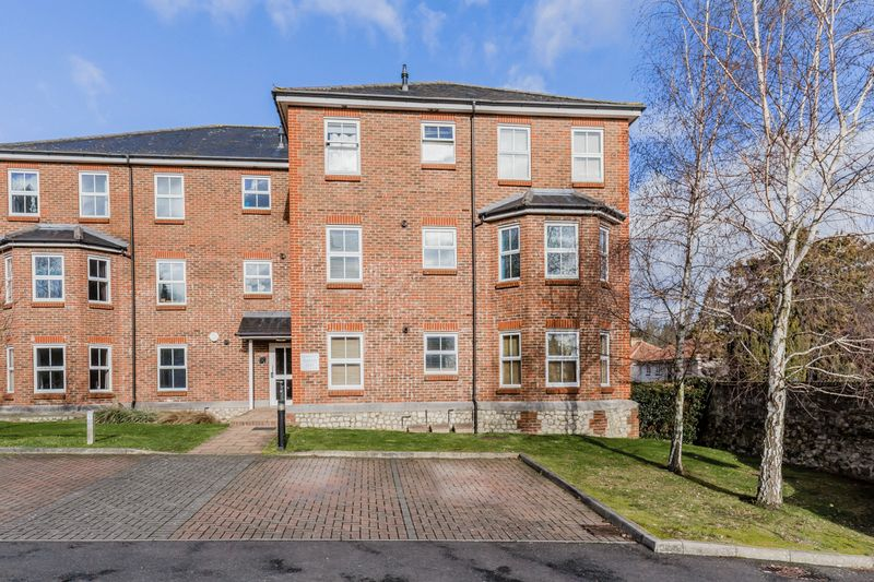 2 bed flat for sale in Hepworth Court, Maidstone 0