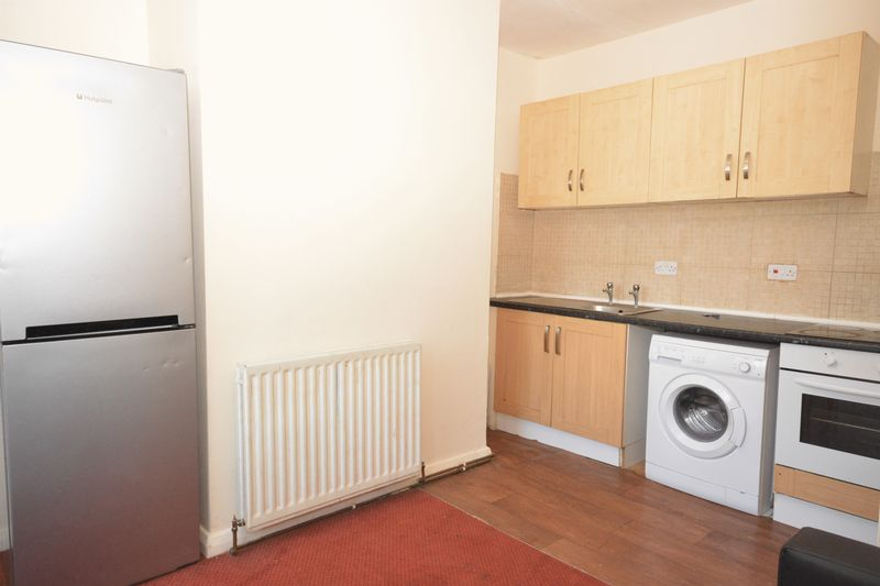 2 bed flat for sale in Ordnance Terrace, Chatham  - Property Image 1
