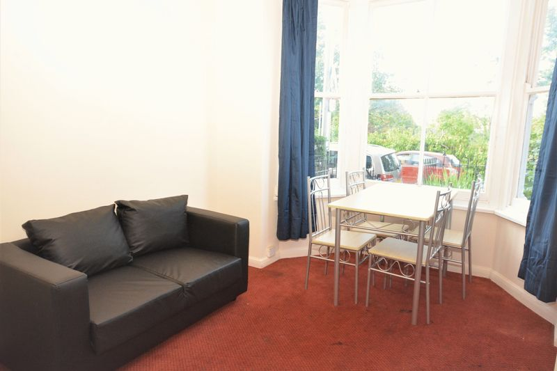 2 bed flat for sale in Ordnance Terrace, Chatham  - Property Image 3