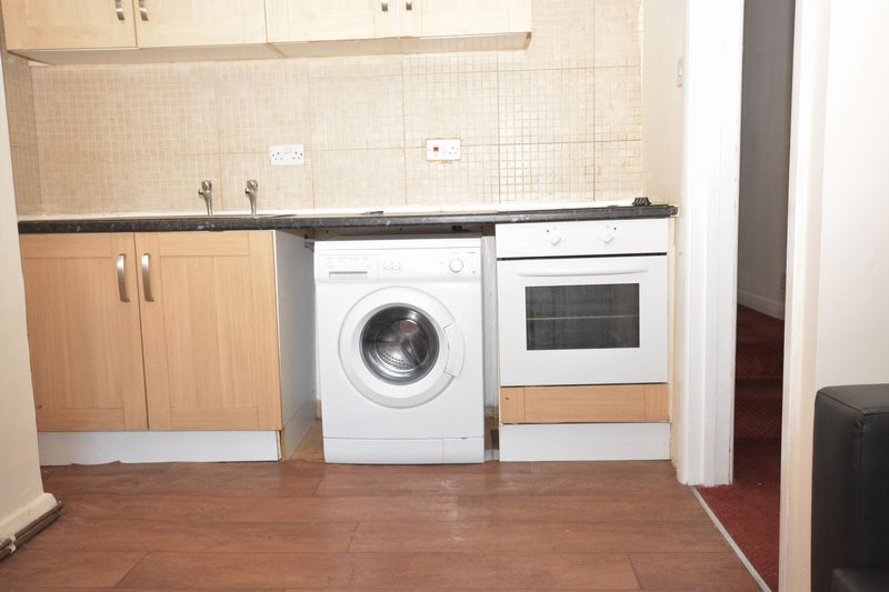 2 bed flat for sale in Ordnance Terrace, Chatham  - Property Image 4