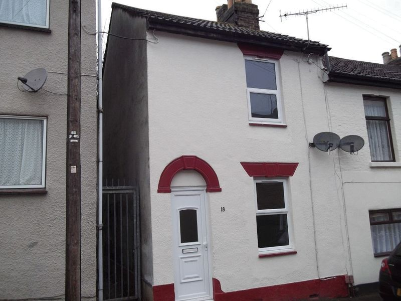3 bed house for sale in Sturla Road, Chatham  - Property Image 1