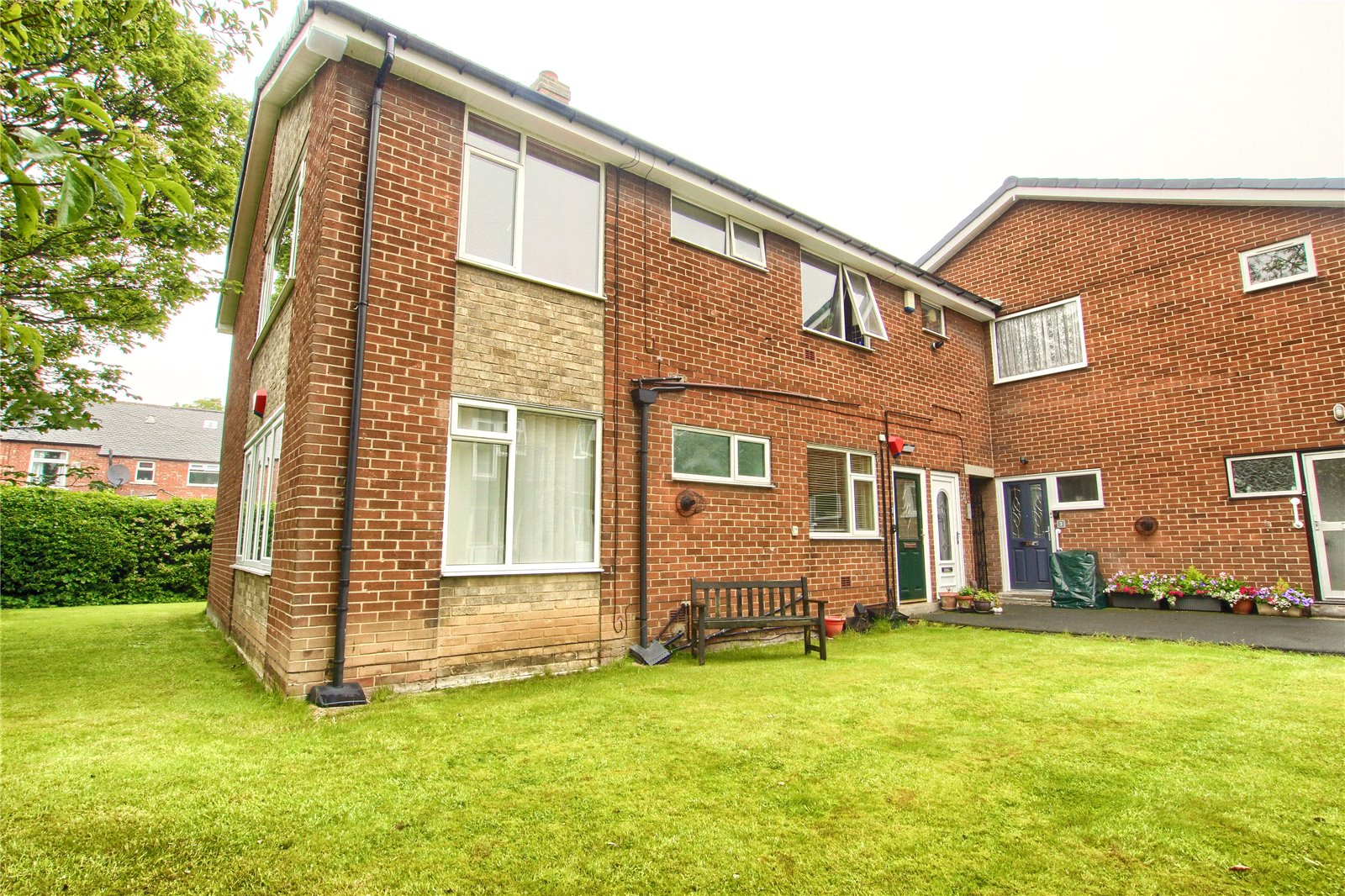 2 bed for sale in Crescent Lodge, The Crescent - Property Image 1