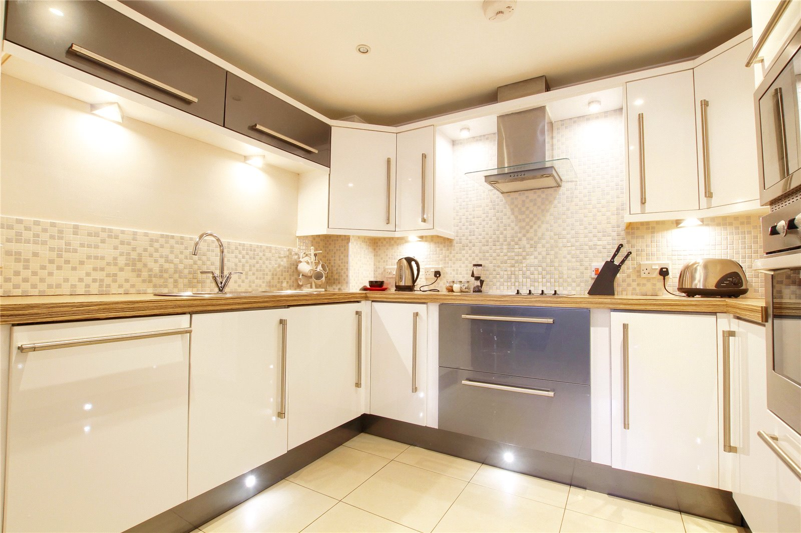 2 bed for sale in Belgravia Gardens, The Avenue  - Property Image 2